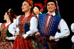 One day in Warsaw, 8) Mazowsze - Polish folk dance group